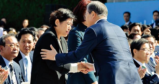 엄중한 경기 상황에'과감한 재정 역할' 강조
