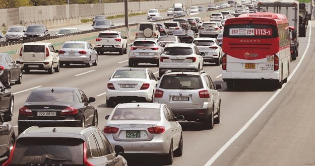 승용차 개소세 연말까지 30% 인하한다