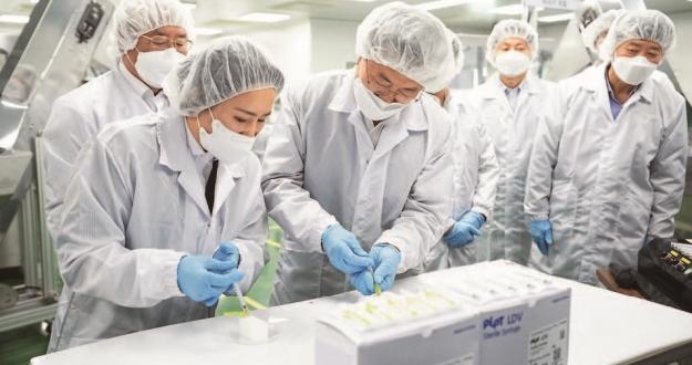 """기업-정부 환상 호흡 FDA 신속 승인 일 정부도 """"대량 구매하고 싶다"""" 요청"""